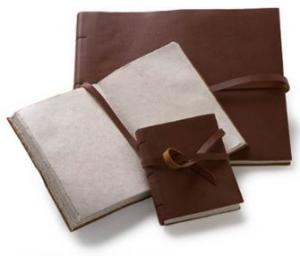 leather-travel-journal-by-lama-li-at-amazon