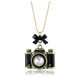 best-travel-gifts-for-photographers-camera-necklace