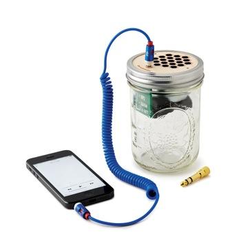 travel-gifts-for-music-lovers-mason-jar-speaker-amplifier
